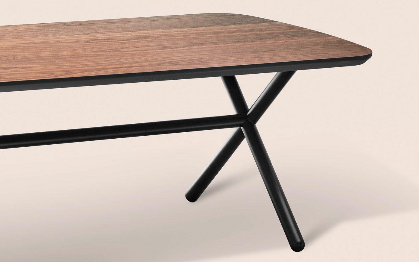 Emile Dining Table leg - misinforms