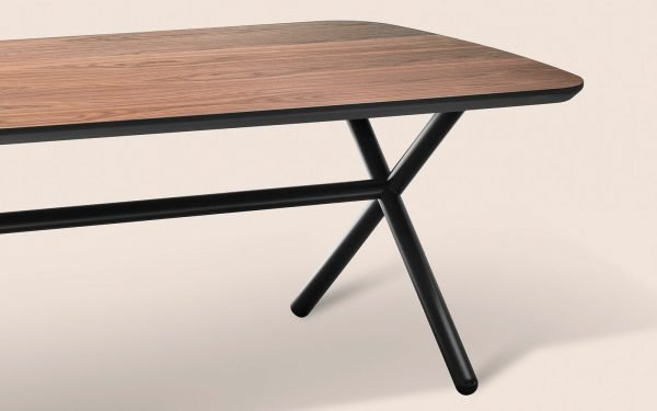 Emile Dining Table leg - misinforms