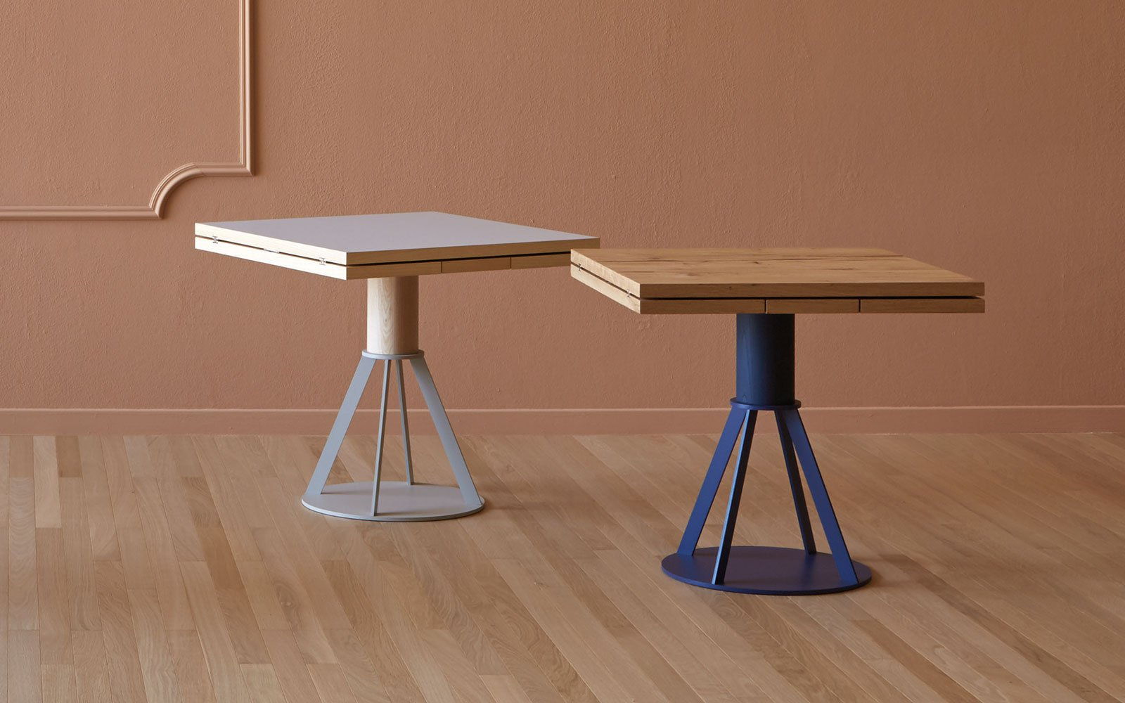 Geronimo bistro table with extending miniforms