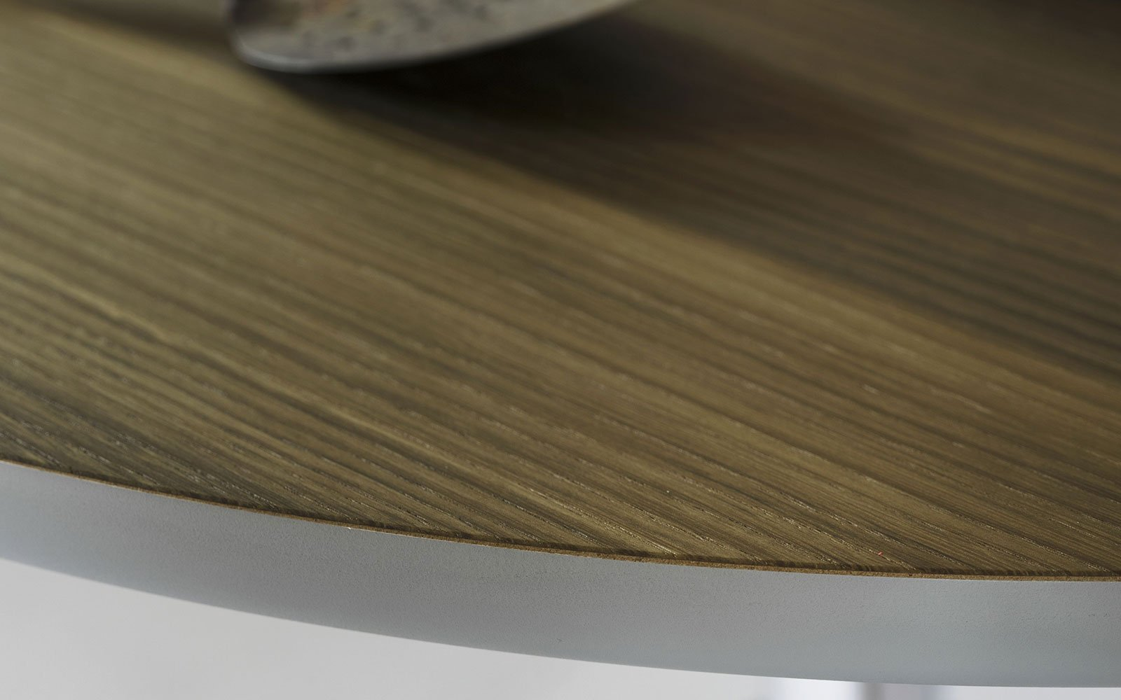 Maciste-Bistro-Table-top-detail-wood