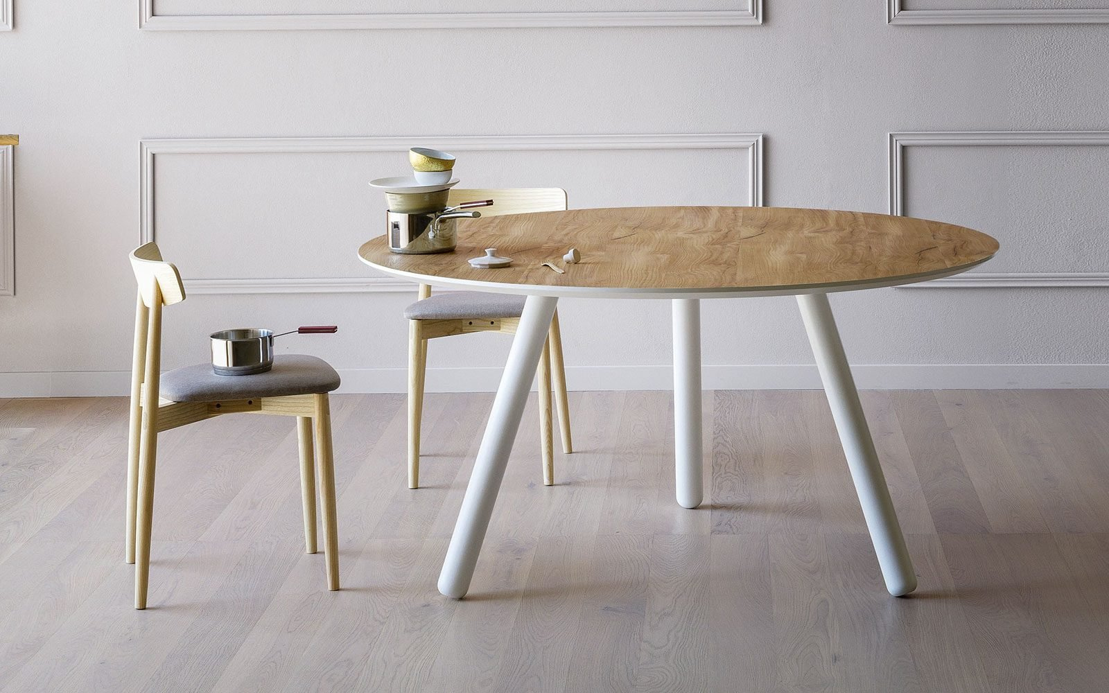 Pixie-Table-with-Angled-Legs-miniforms