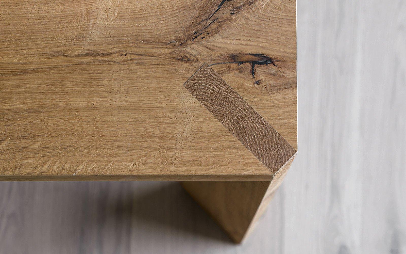 manero-modern-dining-table-wooden-leg-detail-miniforms