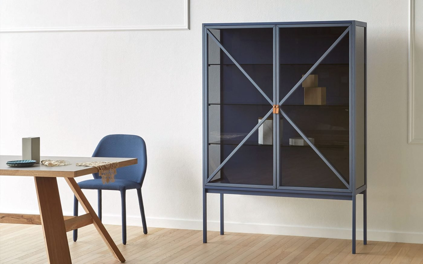 kramer-sideboard-glass-doors-blue-miniforms-2